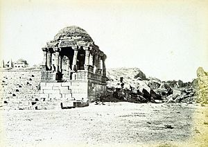 Kankaria Lake - Cupola near one of the approaches of lake which no longer exists