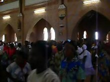 Fichier:Dancing at Basankusu Cathedral.ogv