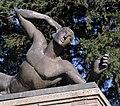 Detail van gebeeldhouwde bronzen mannenfiguur - Ede - 20415220 - RCE.jpg