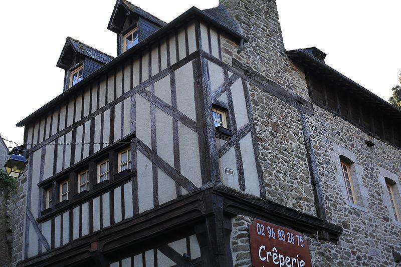 File:Dinan - 15 rue du Petit-Fort 20130216-01.JPG Исторические памятники Динана, достопримечательности Динана, фотографии Динана