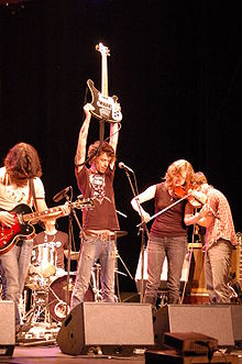 Do Make Say Think in concert at Art Rock in Saint-Brieuc, Brittany in 2007. From left to right: Ohad Benchetrit, Justin Small, Julie Penner, and Charles Spearin.