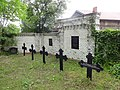 Dorkfkirche Kiekebusch Friedhof mit Grabwangen.jpg
