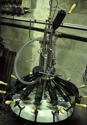 Traditional method - Equipment for effecting dosage through the addition of liqueur d'expédition