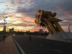 Dragon Bridge at sunrise.jpg