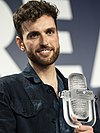 Duncan Laurence with the 2019 Eurovision Trophy (cropped).jpg