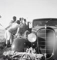 ETH-BIB-Abessinier neben einem Auto-Abessinienflug 1934-LBS MH02-22-0293.tif