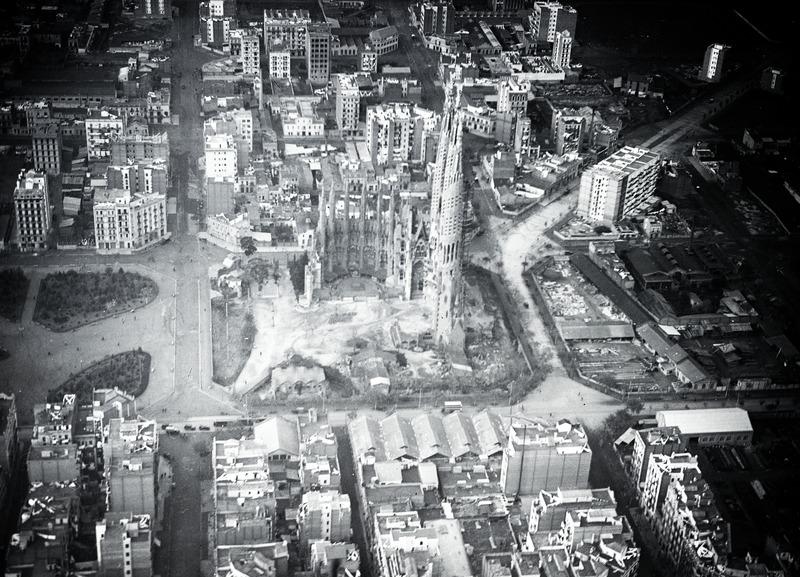File:ETH-BIB-Barcelona, Sagrada Familia-Tschadseeflug 1930-31-LBS MH02-08-0201.tif