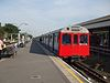 Ealing Broadway stn District platform 7 look east.JPG