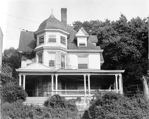 Edwin Howard Armstrong - Armstrong's boyhood home, 1032 Warburton Avenue, overlooking the Hudson River in Yonkers, New York, c. 1975. It was demolished in November 1982 due to fire damage.