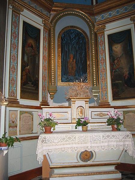 Autel de l'Eglise Notre-Dame de Romigier et sa Vierge Vierge en marbre de Pierre Puget, Place de l'Hotel de Ville, Manosque, Provence, France