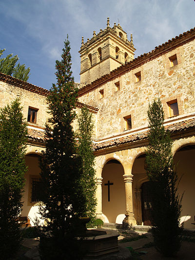 Cloister of the Monastery of Parral (Segovia, Spain). El Parral claustro 03.jpg