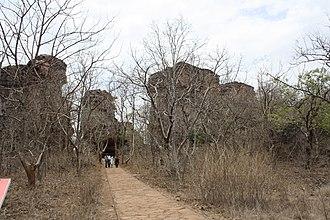 Bhimbetka rock shelters - Image: Entrance of bhimbetka
