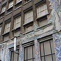 Exterieur, detail voorgevel met graffiti - 's-Gravenhage - 20327056 - RCE.jpg