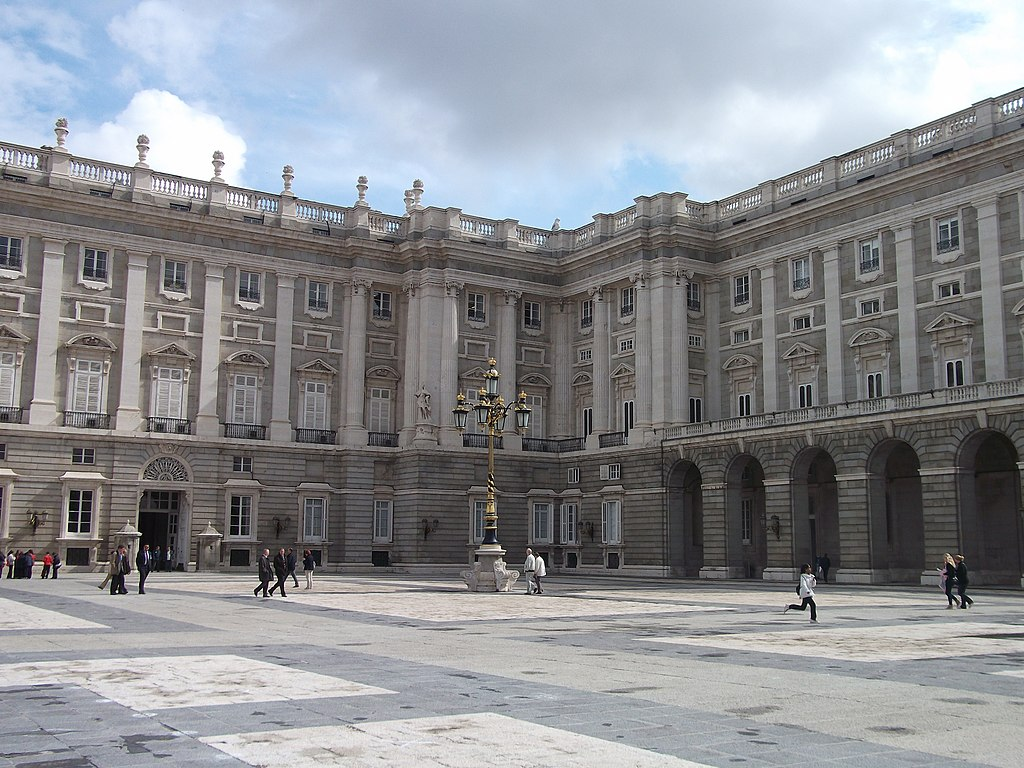 file exterior of the royal palace of madrid 2013 02 jpg