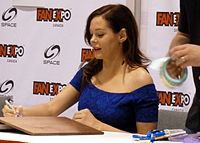 Fan Expo 2012 - Rose McGowan 1 (7897401224).jpg