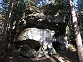 Felsformation mit Durchgang - panoramio.jpg