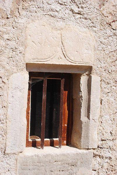 File fen tre gothique du ch teau de montchoisy jpg for Fenetre gothique