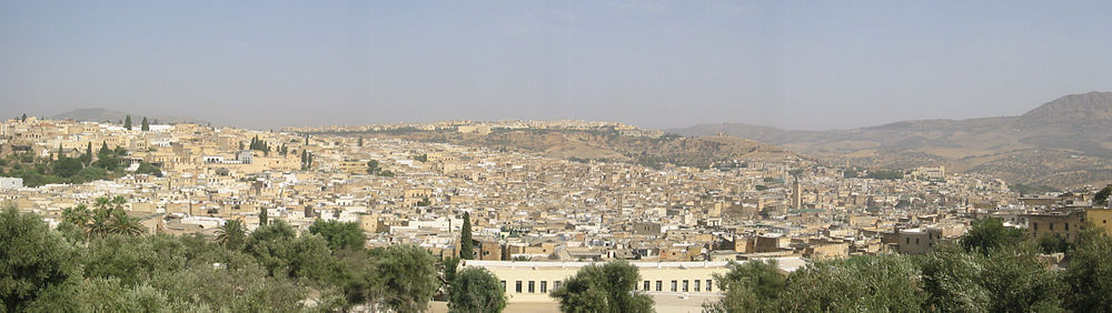 תצלום פנורמי של העיר העתיקה בפאס (לצפייה הזיזו עם העכבר את סרגל הגלילה בתחתית התמונה)