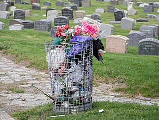 316px-Flowers_in_the_trash_at_Green-Wood_Cemetery_%2862034%29a.jpg