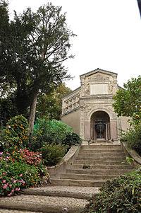Fontaine de l'ancien Réservoir Paris 18e (vue d'ensemble).jpg