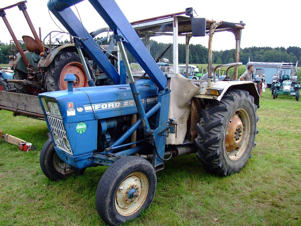 File:Ford 2000 Traktor.jpg - Wikimedia Commons