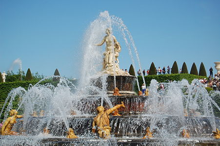 Fountain in the Parc de Versailles (2519388110).jpg