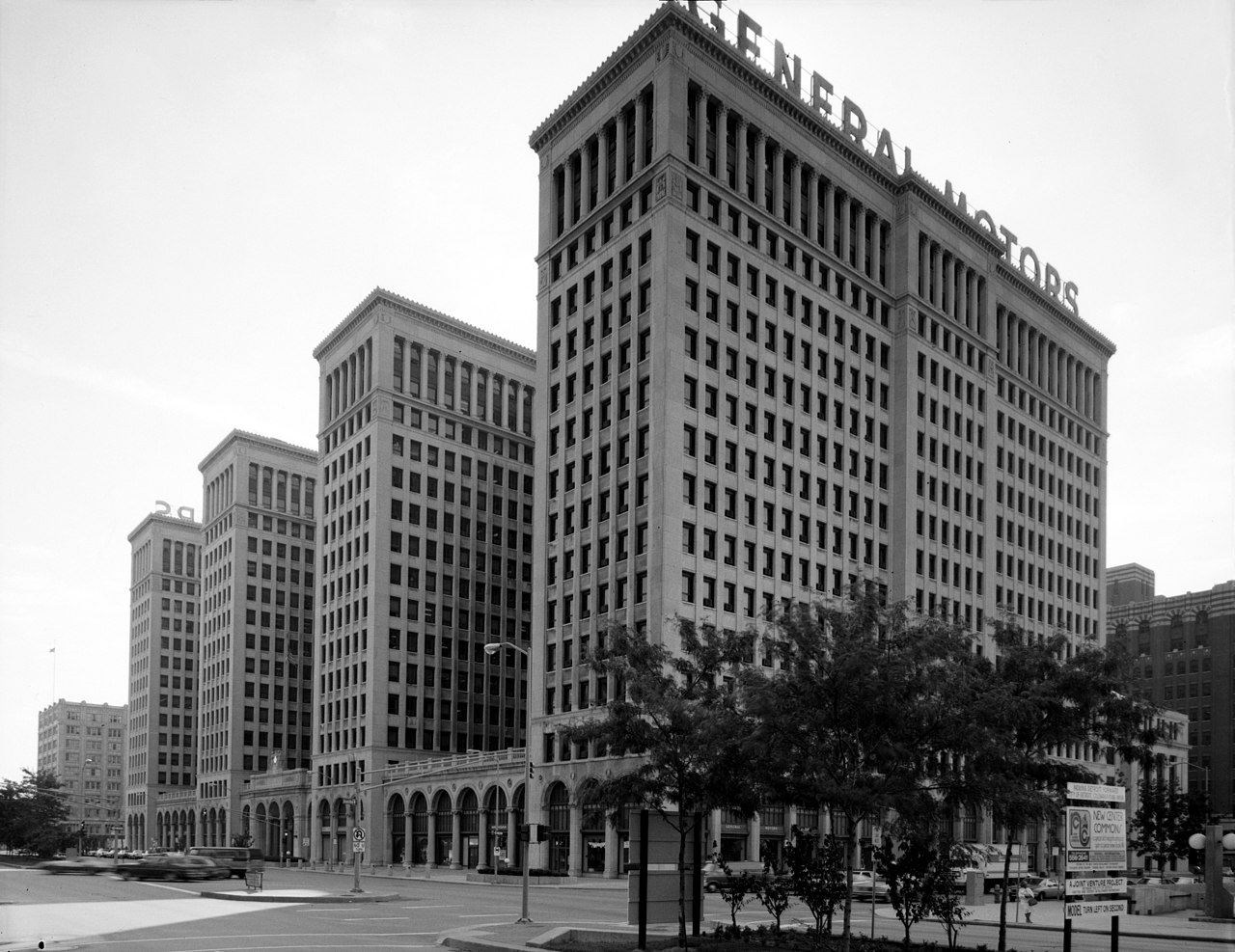 [Image: 1280px-General_Motors_building_089833pv.jpg]