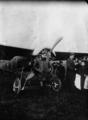 Gilbert, aviateur, devant son moteur Martin - (photographie de presse) - Agence Meurisse.png