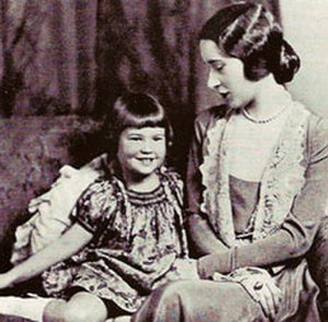 Gloria Vanderbilt - Gloria Vanderbilt at age eight with her mother