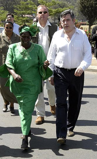Wangari Maathai - Maathai in Nairobi with Chancellor of the Exchequer (and later Prime Minister) Gordon Brown in 2005