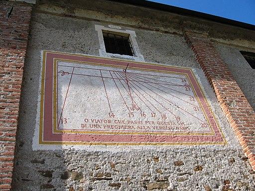 Gottasecca.La merdiana sul lato sud est del Santuario