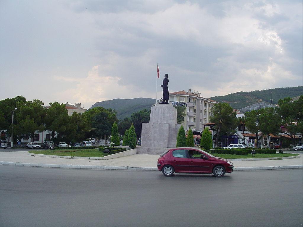 Grande place à Muğla (2842629592).jpg