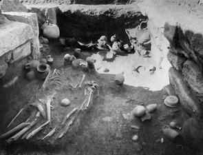 Grav 11, fyndlagret från norr. Amathus. Agios Tychos - SMVK - C02310.tif
