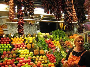 English: Groceries store at Boqueria market in...