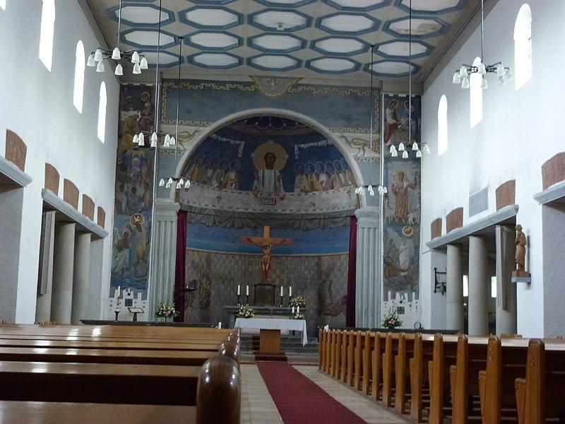 File groesbeek nl de horst goddelijk hart van jezuskerk for Hermkens interieur horst