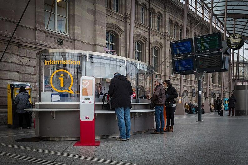Guichet information gare centrale de Strasbourg mars 2016.jpg