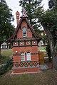 Häuschen an der Stadtschleuse Rathenow (29375769211).jpg