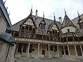 Hôtel-Dieu de Beaune - Cour d'Honneur (35524445101).jpg