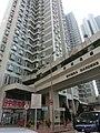 HK 荃灣 Tsuen Wan 海濱花園 Riviera Gardens facade n footbridge Dec-2013 ground floor shop Centaline property agent Yi Hong Street.JPG