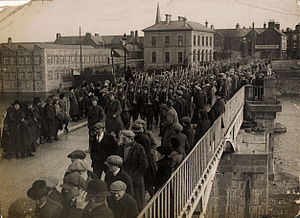 History of Athlone - Irish soldiers marching across the bridge in Athlone for the handover of Custume Barracks, 1922.