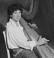 Harpo Marx playing the harp (cropped).jpeg