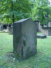 Haugs Grab auf dem Stuttgarter Hoppenlau-Friedhof (Quelle: Wikimedia)