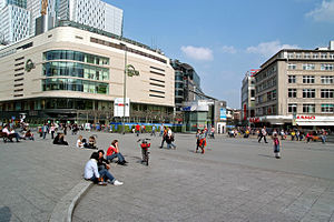 Hauptwache (Frankfurt am Main) - The Hauptwache plaza with the Kaufhof department store
