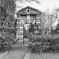 Het poortje van Kersbergen uit 1633, het enige overblijfsel van de oude ridderhofstad - Zeist - 20368875 - RCE.jpg
