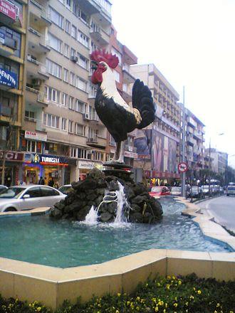 Denizli chicken - A statue dedicated to the breed, in Denizli