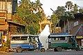 Houay Xay-Wat Jom Khao Manilat-02-Tuktuks-gje.jpg