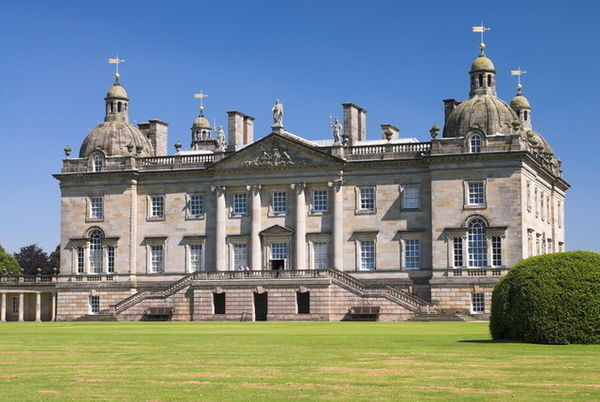 Walpole's grand estate at Houghton Hall housed the Walpole collection and was used for much entertaining. In 1742, he was created Earl of Orford. Houghton Hall 01.jpg