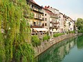 Houses on the river - panoramio.jpg