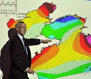 Dynamic tidal power - Co-inventor Kees Hulsbergen presenting the principles of DTP at Tsinghua University in Beijing, in February 2010.