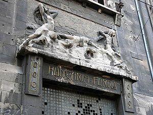 http://upload.wikimedia.org/wikipedia/commons/thumb/1/1a/Hungaria_furdo.jpg/300px-Hungaria_furdo.jpg